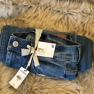 Express size 6R high waisted wide legged jeans